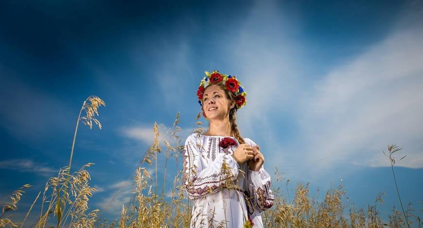 Вышиванка - неизменная часть образа украинской красавицы