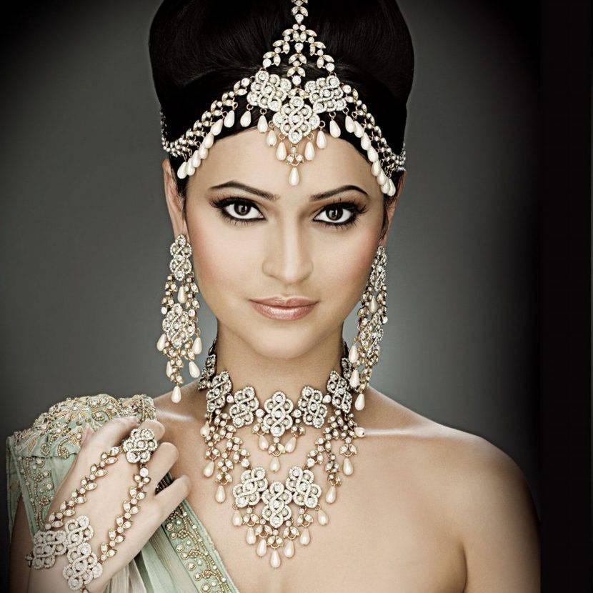 Jewellery by sexy girls 3