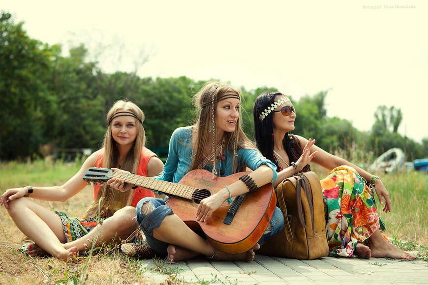hippie-girl-yasmine-bleeth-golden-bikini-scene