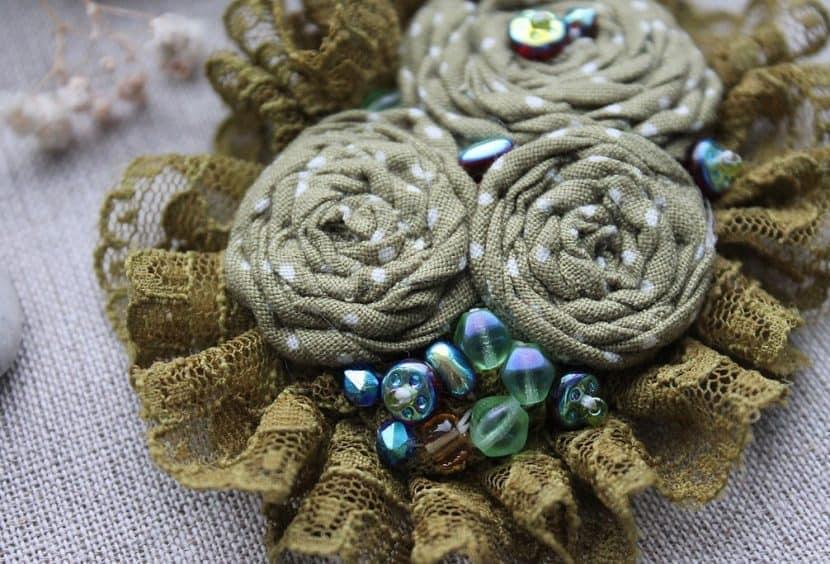 Текстильная брошь в бохо стиле