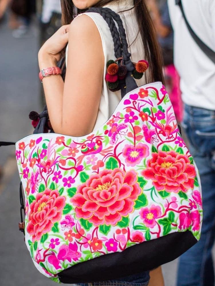 Яркая сумка в стиле бохо