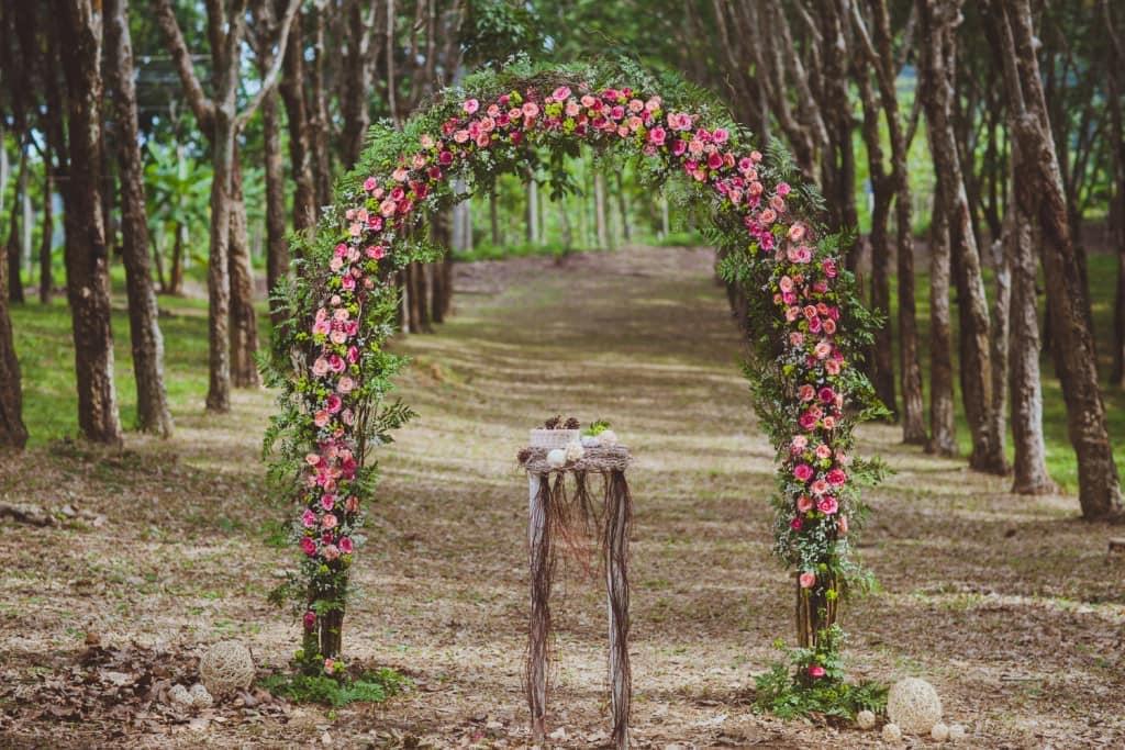 Цветочная арка в стиле бохо