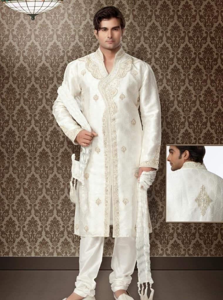 костюм белого цвета