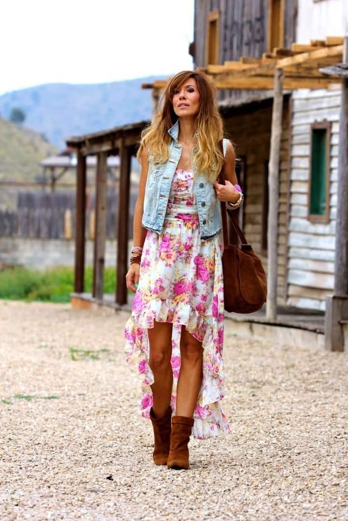 платье и джинсовый жилет