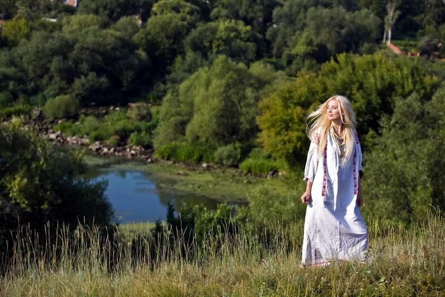 Русскя красавица в лесу 9 фотография