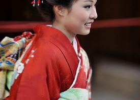 Канзаши как украшения прически японских девушек
