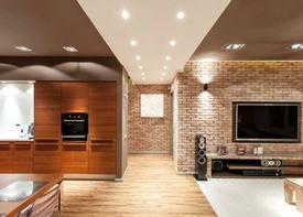 Интерьер в стиле лофт с зонированием при помощи света