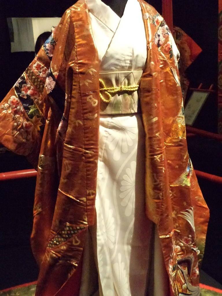 Авазе японское кимоно