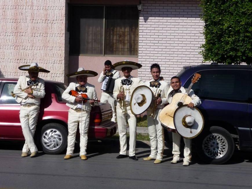 Мариачи- мексиканские музыканты