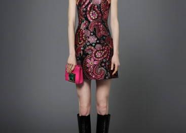 Дизайнерская одежда с символом пейсли