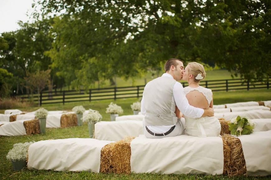 свадьба в стиле рустик-скамейки
