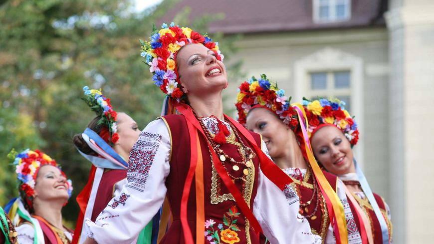 Три украинки и негры 23 фотография