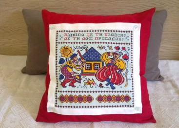Подушки вышитые в этно-стиле