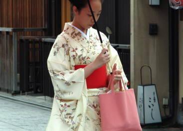 Кимоно на улицах Японии