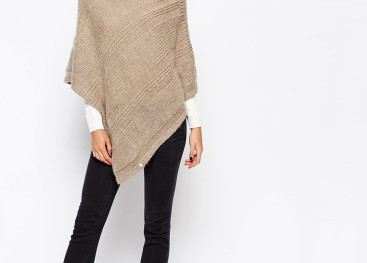 Теплое вязаное пончо