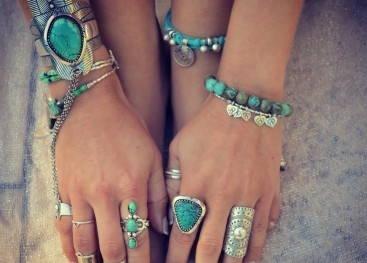 Разнообразие браслетов в стиле бохо