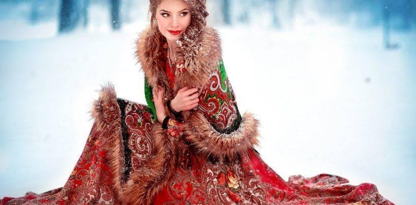 Изысканное пончо из павлопосадских платков, украшенных мехом