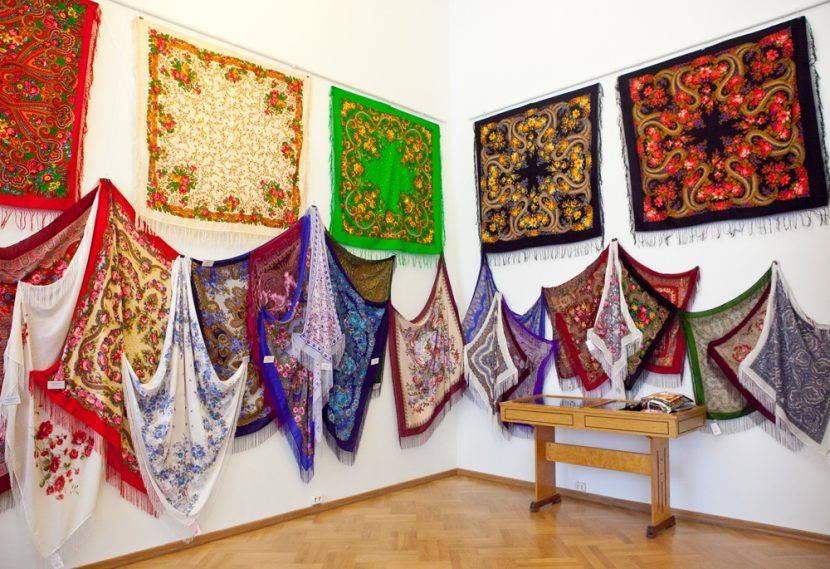 Выставка платков