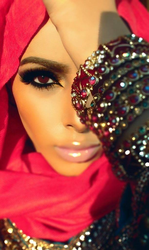 губы в арабском макияже