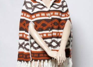 Вязаное пончо в стиле бохо