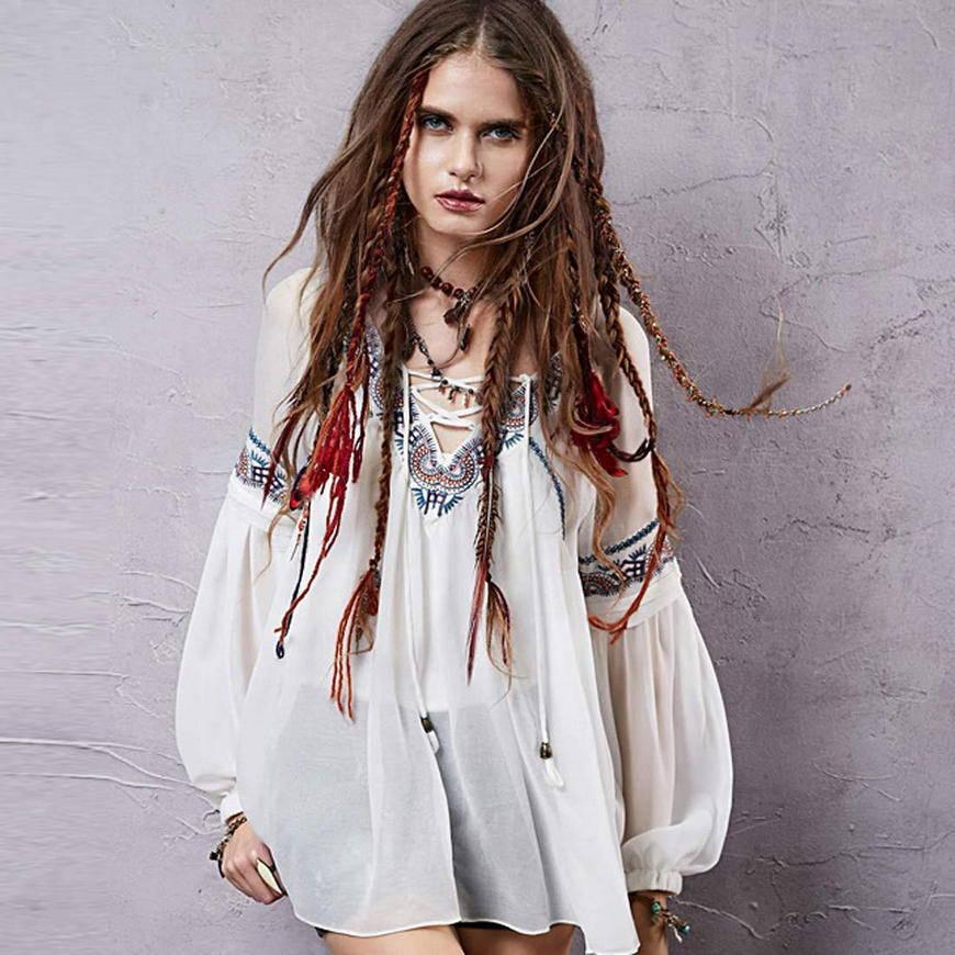 Блузка с вышивкой и пончо стиль