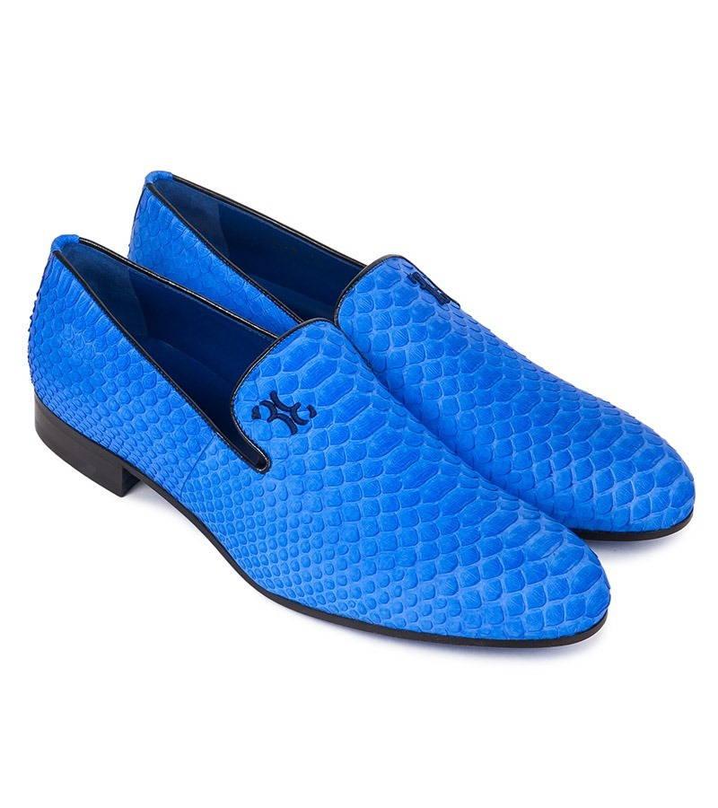 Слиперы ярко-синего цвета плюс тиснение кожи под рептилию - хит сезона для женихов!