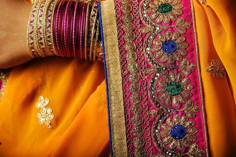 Вышивка на индийском сари