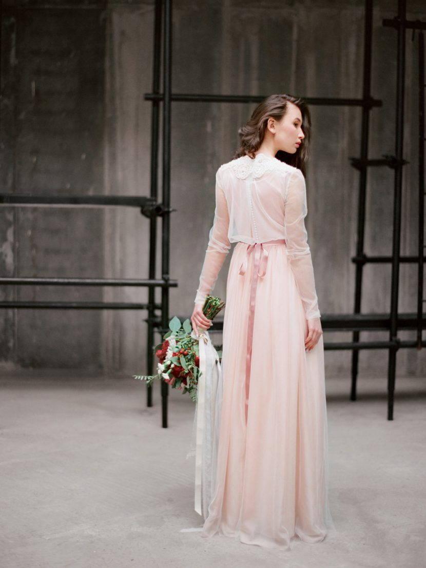 Розовое свадебное платье в бохо стиле