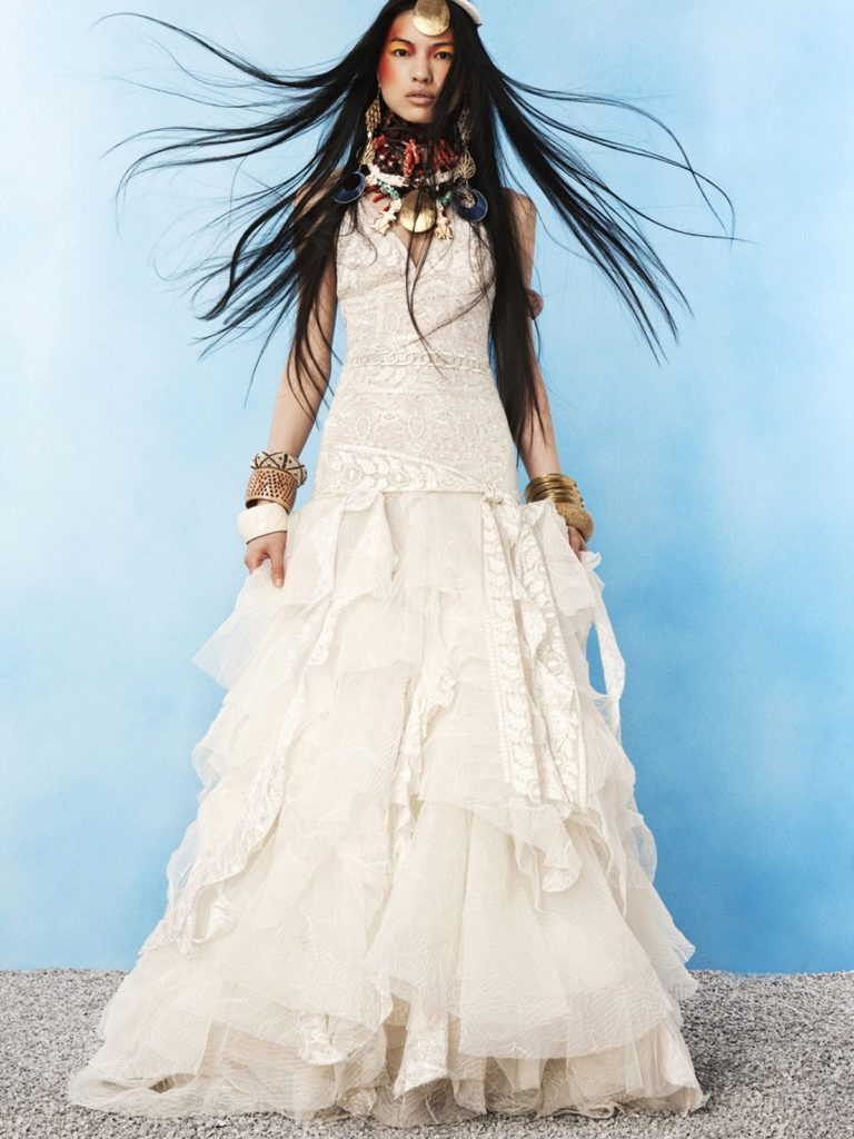 Многослойное свадебное платье в стиле бохо