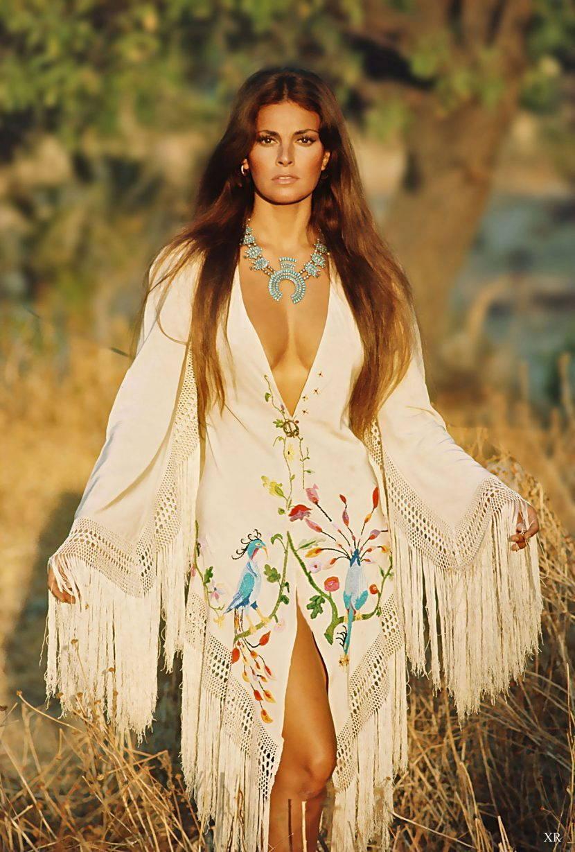 Оригинальное платье с бахромой в бохо стиле