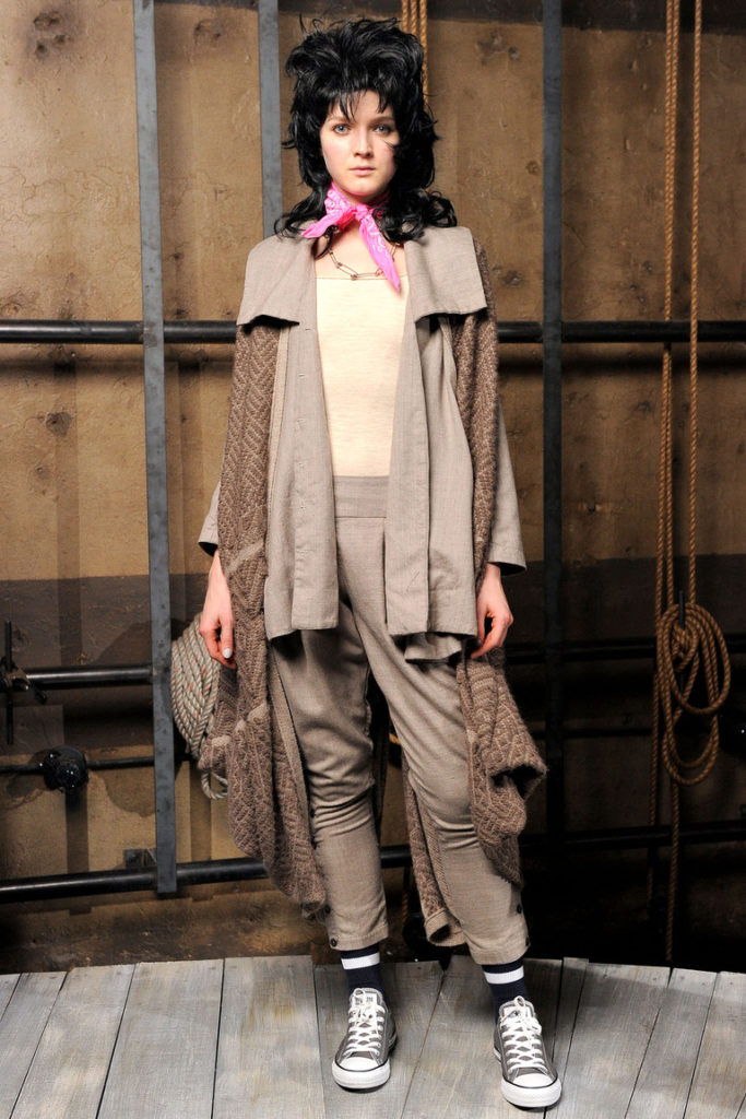 женские брюки галифе и кеды