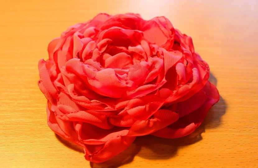 Роза из капрона