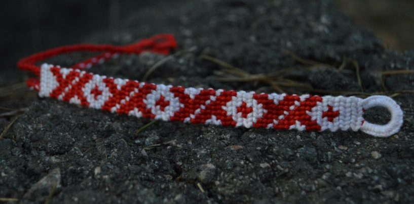 Как сплести фенечку из ниток прямым плетением