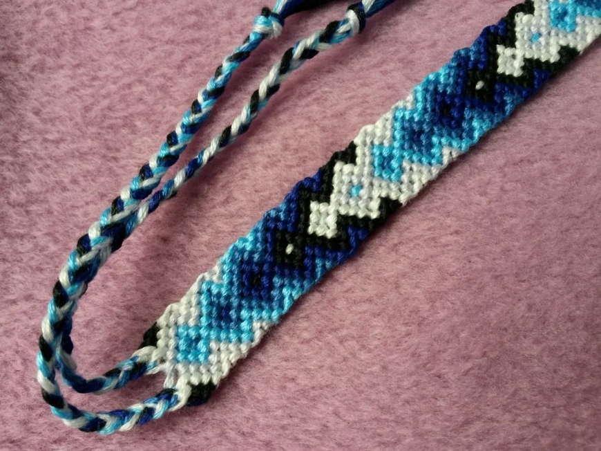 Синя фенечка
