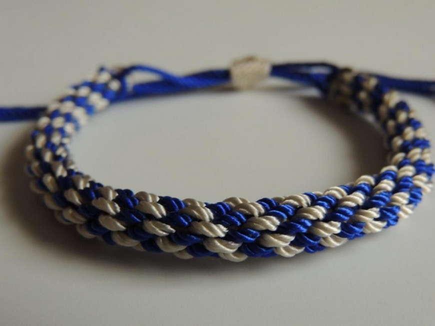 синий брслета
