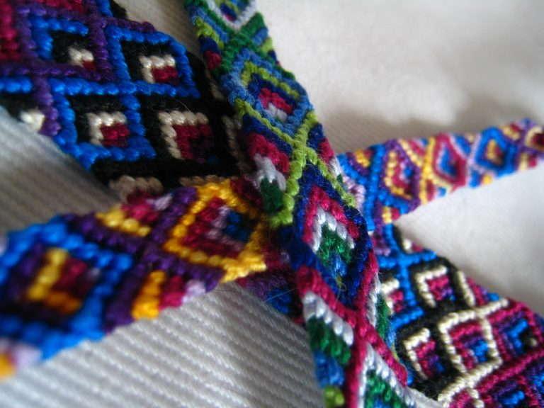 Плетение фенечков ютуб
