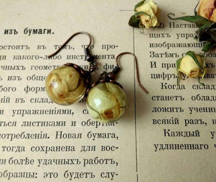 сережки из смолы