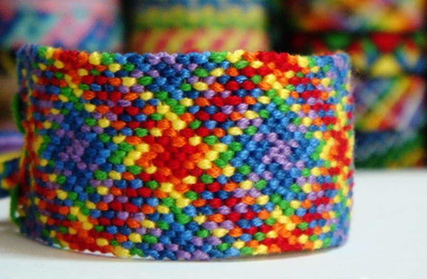 Разноцветная фенечка