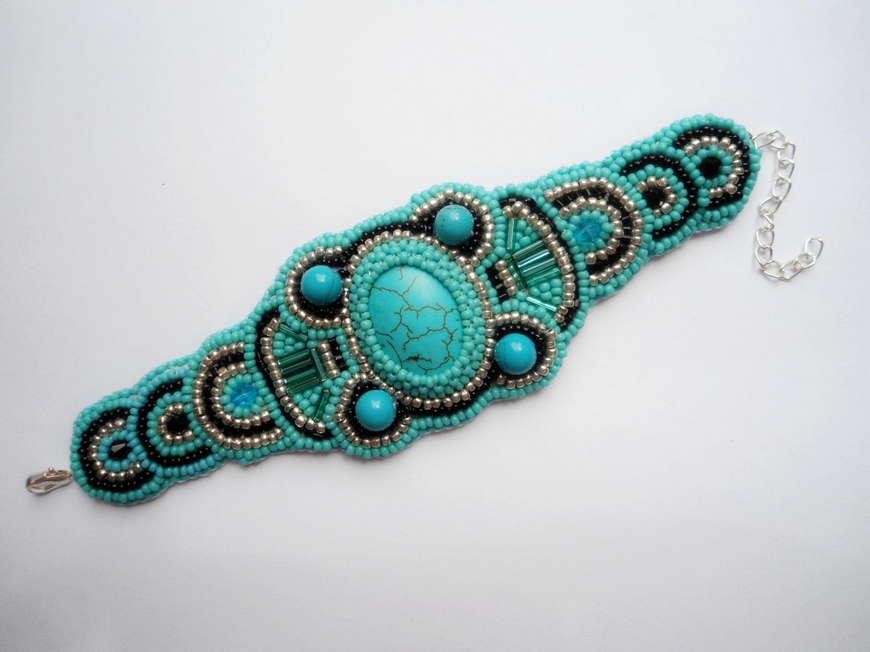 Современные браслеты из бисера своими руками