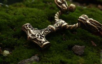 Молот Тора: значение символа и правила изготовления амулета своими руками